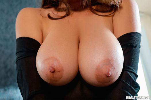 bignaturals-19-01-01-ella-knox-obsessed-with-breasts.jpg