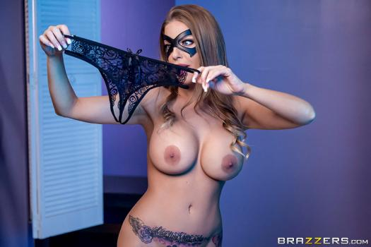 brazzersexxtra-18-12-24-britney-amber-the-mannequin-and-the-security-guard.jpg