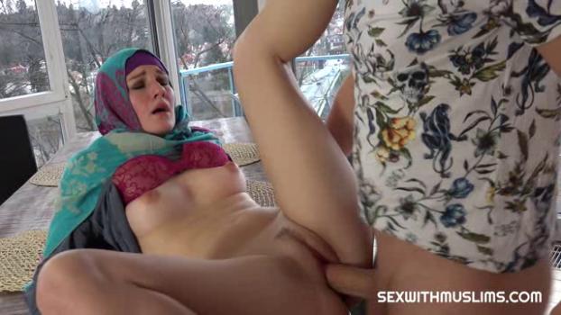sexwithmuslims-19-01-04-elena-vega-czech.png