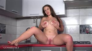 cosmid-19-01-04-alesya-romero-in-the-kitchen.jpg