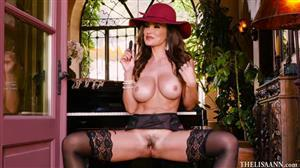 thelisaann-19-01-04-playing-sexual-music.jpg