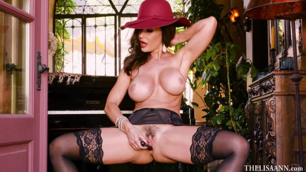 thelisaann190104playingsxualmusic.jpg