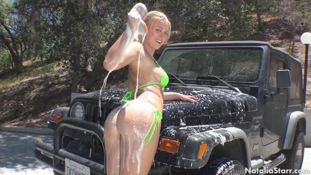 nataliastarr-18-03-23-wet-at-the-car-wash.jpg