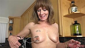 allover30-19-01-08-cyndi-sinclair-mature-housewives.jpg