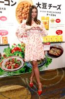 miranda-kerr-promoting-marukome-co-ltd-miso-products-in-tokyo-11019-2.jpg
