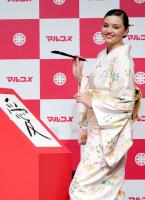 miranda-kerr-promoting-marukome-co-ltd-miso-products-in-tokyo-11019-7.jpg