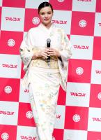 miranda-kerr-promoting-marukome-co-ltd-miso-products-in-tokyo-11019-14.jpg