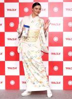 miranda-kerr-promoting-marukome-co-ltd-miso-products-in-tokyo-11019-20.jpg