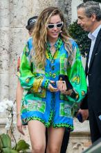 miley-cyrus-leaving-the-versace-mansion-in-miami-1919.jpg