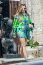 miley-cyrus-leaving-the-versace-mansion-in-miami-1919-7.jpg