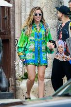 miley-cyrus-leaving-the-versace-mansion-in-miami-1919-9.jpg