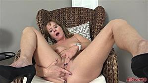 allover30-19-01-12-cyndi-sinclair-mature-pleasure.jpg