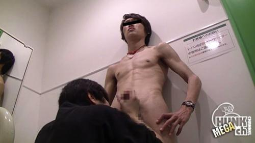 MB-00361 練習帰りの超巨根イケメンサッカーコーチを公衆トイレに連れ出してチンチンイタズラ即抜き射精↑↑