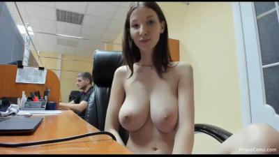 Публичный минет на работе. У девушки супер грудь! (2019) HD 720p