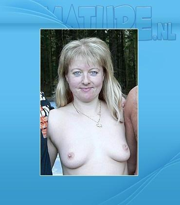Roxanna (38) - She loves to suck cocks in the car and in the woods