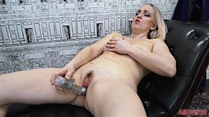 allover30-18-12-27-melissa-h-ladies-with-toys.jpg